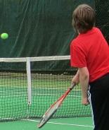 イギリスのジュニアテニス 11歳までは緑色のグリーンボールを使用