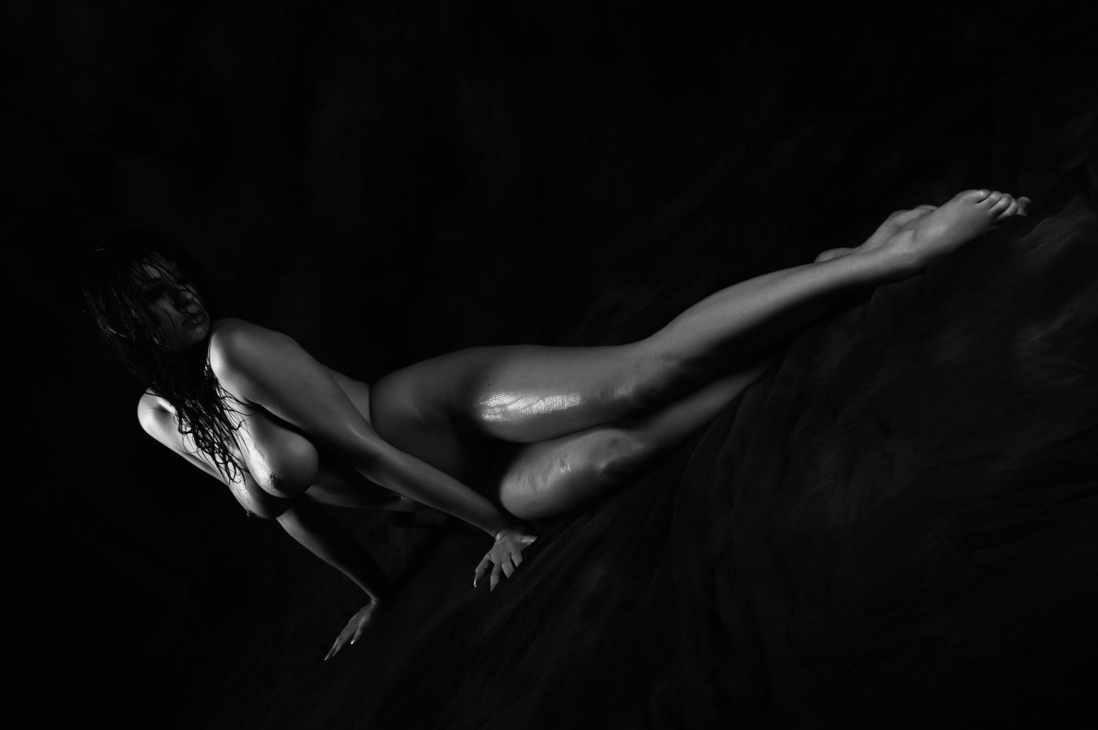 Фотосекс сженщинами маленького роста стостыми ногами большой грудью 27 фотография