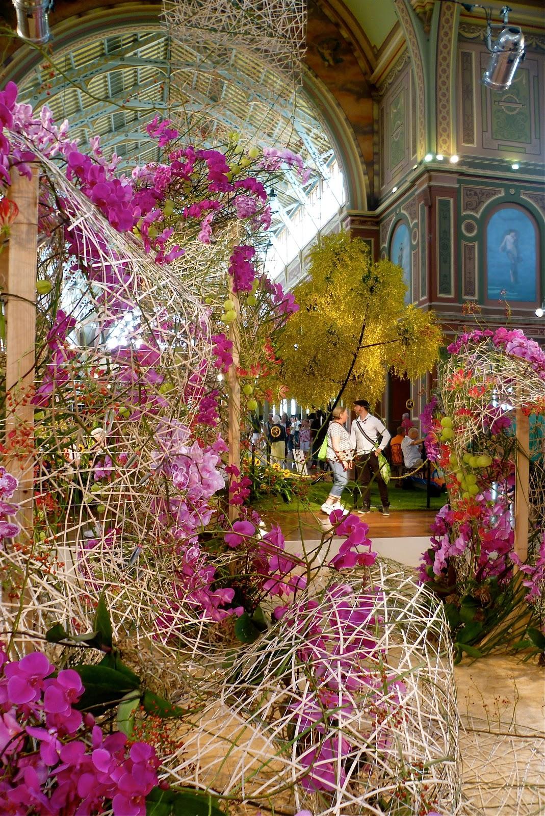 the running wave: melbourne international flower and garden show