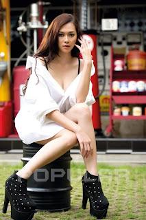hot Aura Kasih for Popular World Magazine, April 2011