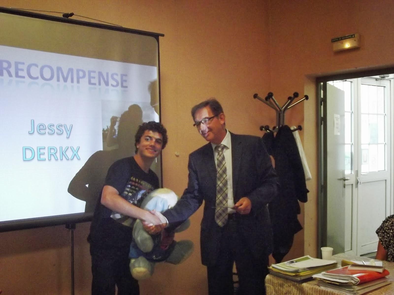 jessy récompensé par monsieur canu maire d yvetot