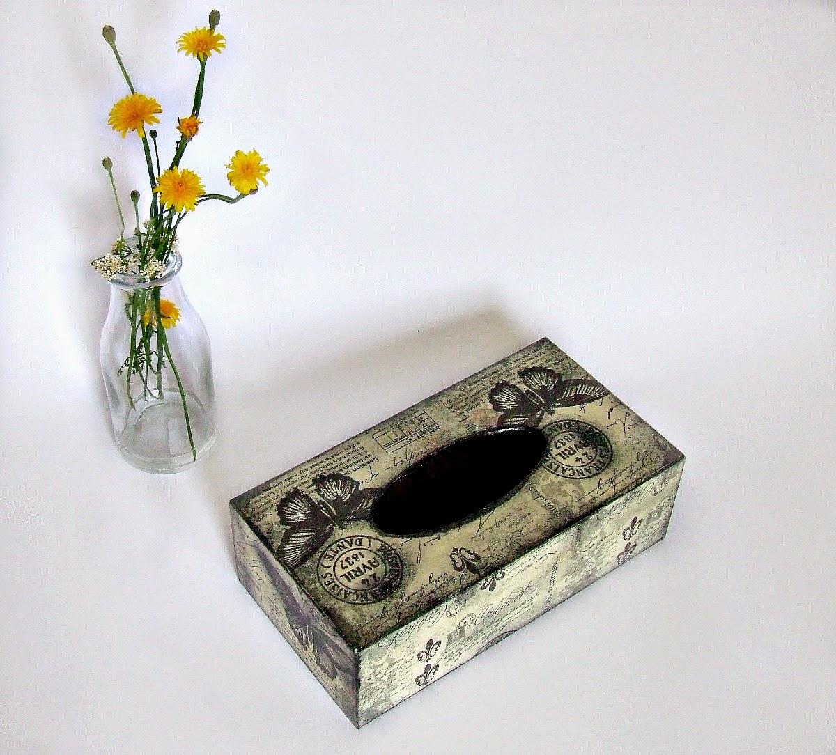 Chustecznik decoupage w motyle shabby chic by Eco Manufaktura