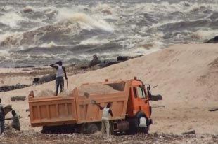 Sand-export, House, kasaragod, Article, Lorry, Police, Chandragiri-river, Anas, Malayalam News, National News, Kerala News, International News, Sports News, Entertainment, Stock News. current top stories, photo galleries, Top Breaking News on Politics and Current Affairs in India & around the World, discussions, interviews and more.
