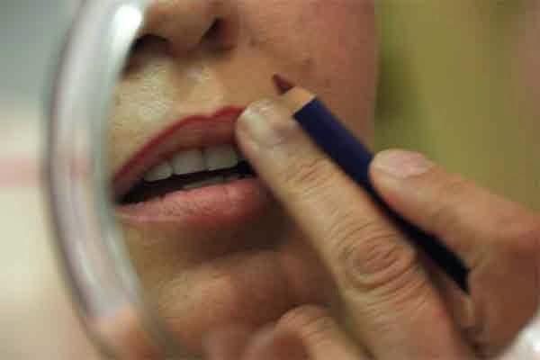 Taller de maquillaje para mujeres con cáncer