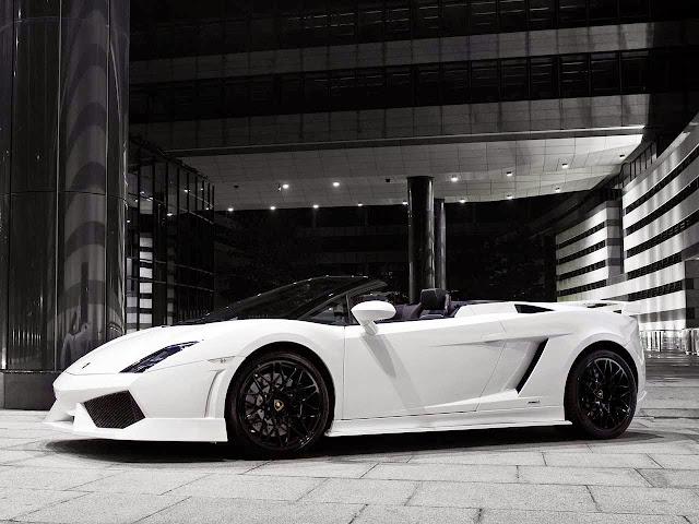Gambar Mobil Lamborghini Aventador white