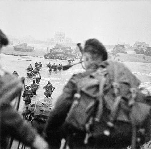 Commandos británicos con la boina verde en el desembarco de Normandía