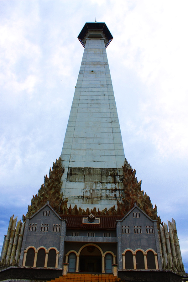 Antara Angan Khayalan Makassar Dari Monumen Mandala Ke Pantai Losari