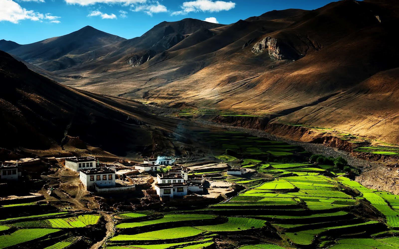 Paisaje entre las montañas (lugares para vivir en paz)