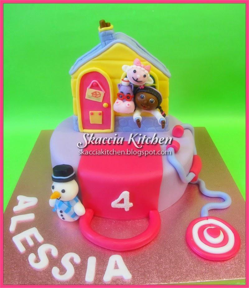 Skaccia kitchen dottoressa peluche cake