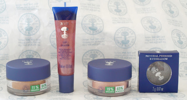 I became a big fan of mineral and organic makeup lately, so I was really excited when I was kindly sent some Neal's Yard Remedies products to try out.