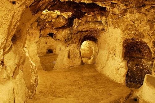 12-Derinkuyu-Anatolia-Turkey-Secret-Underground-Cities-Architecture-www-designstack-co
