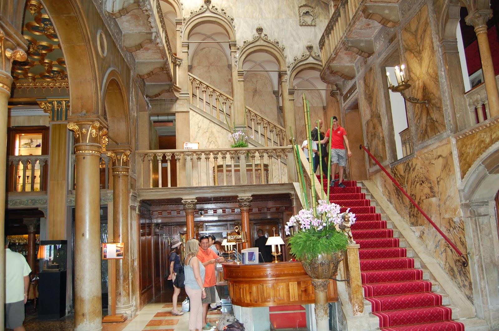 Palazzo Dandolo w środku
