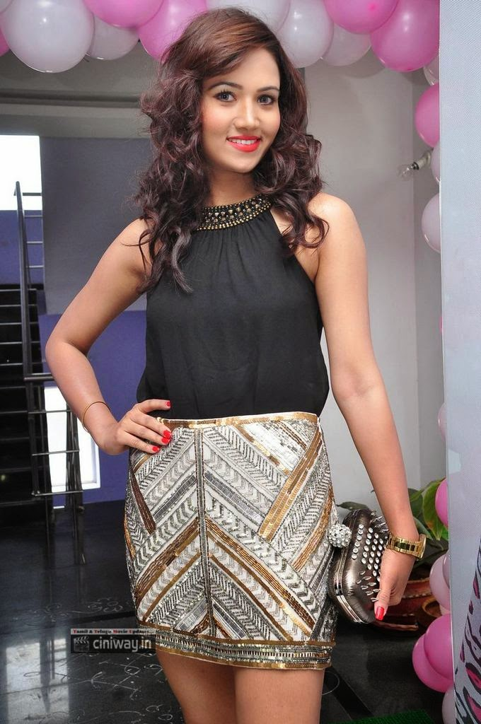 Preeti-Rana-Stills-at-Blush-Salon-Launch