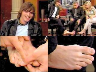 Ashton Kutcher - Ator - Pés masculinos