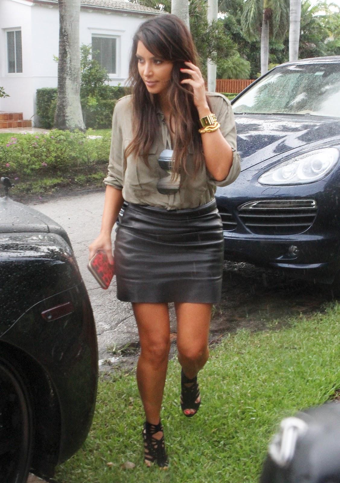 http://4.bp.blogspot.com/-0goG0c4escQ/UHQXliZNnHI/AAAAAAAAR7c/_C8fmi0M6hc/s1600/Kim+Kardashian+at+Prime+One+Twelve+and+house+hunting+in+Miami+Beach-03.jpg