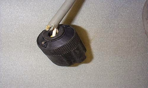Damaged Electrical Cords : Electrical safety construction hse at work