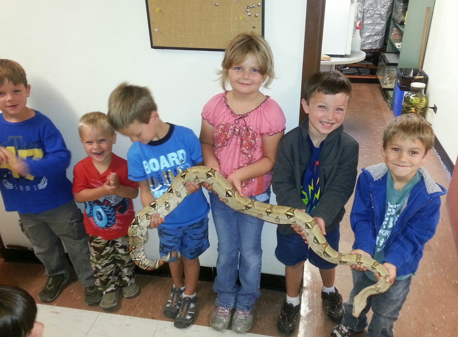 Snake vs 3-year-old: Lizard King Dad Lets Kids Play With