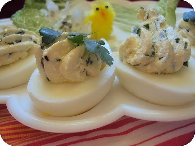 Jaja nadziewane pietruszkowym twarogiem