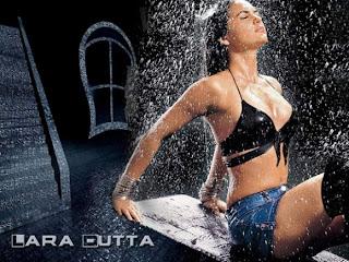 lara dutta sexy pose in rain