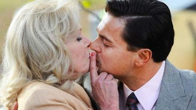 qui est cette femme mûre qu'embrasse Léonardo DiCaprio ?
