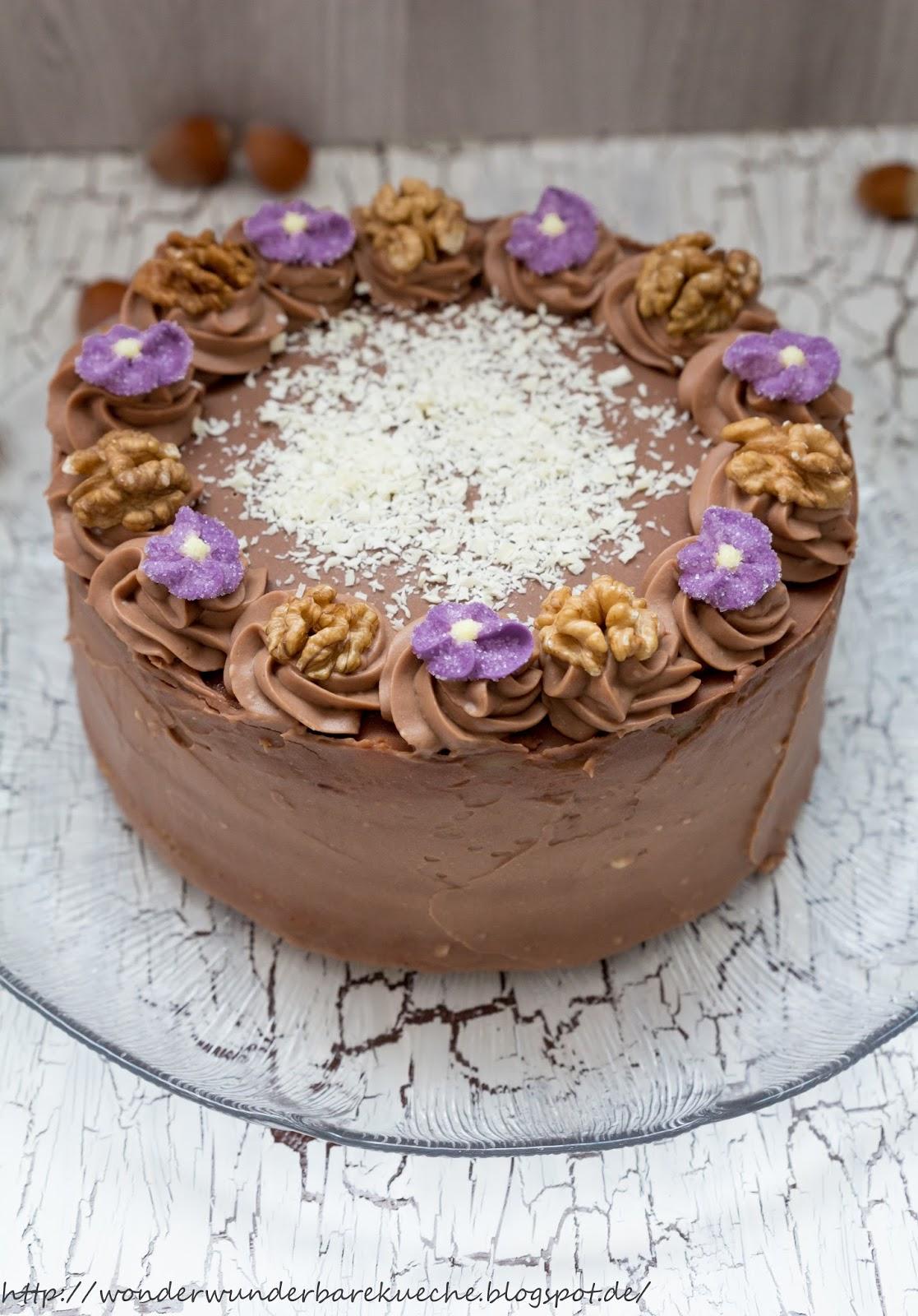 ... Küche: Kleine Kuchen: Nussschichttorte mit Buttercreme und Marzipan