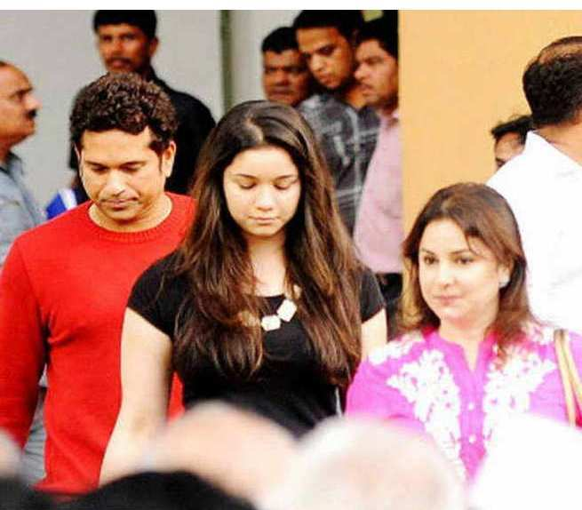 Sachin Tendulkar family photo, Sachin Tendulkar with his daughter, Sachin Tendulkar with his wife