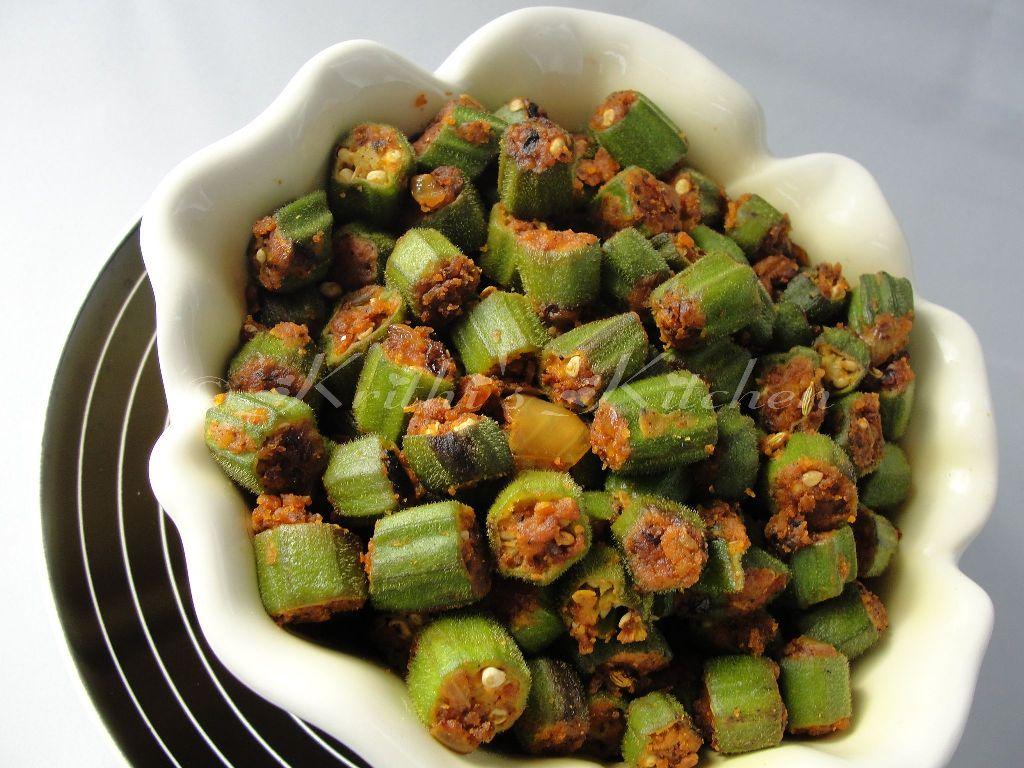 ... Kitchen: Bhindi Zunka / Spiced Okra with Chick pea flour crust