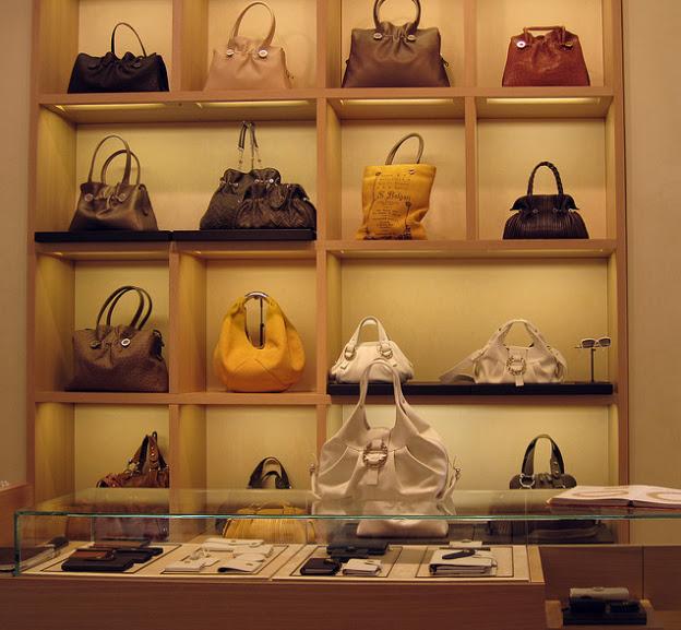 Como decorar uma loja de bolsas Del Carmen by Sarruc -> Como Decorar Uma Loja Pequena De Roupas
