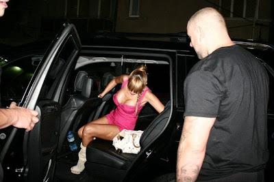 Алисия с охрана наета от Ники Михайлов