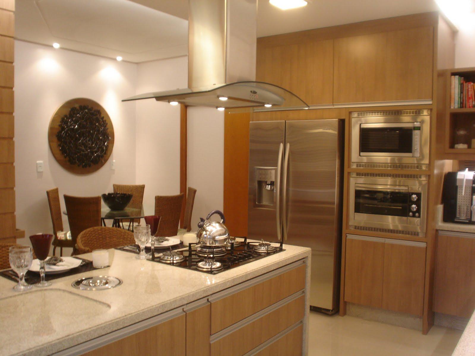 Cozinha Com Coifa De Ilha Beyato Com V Rios Desenhos Sobre