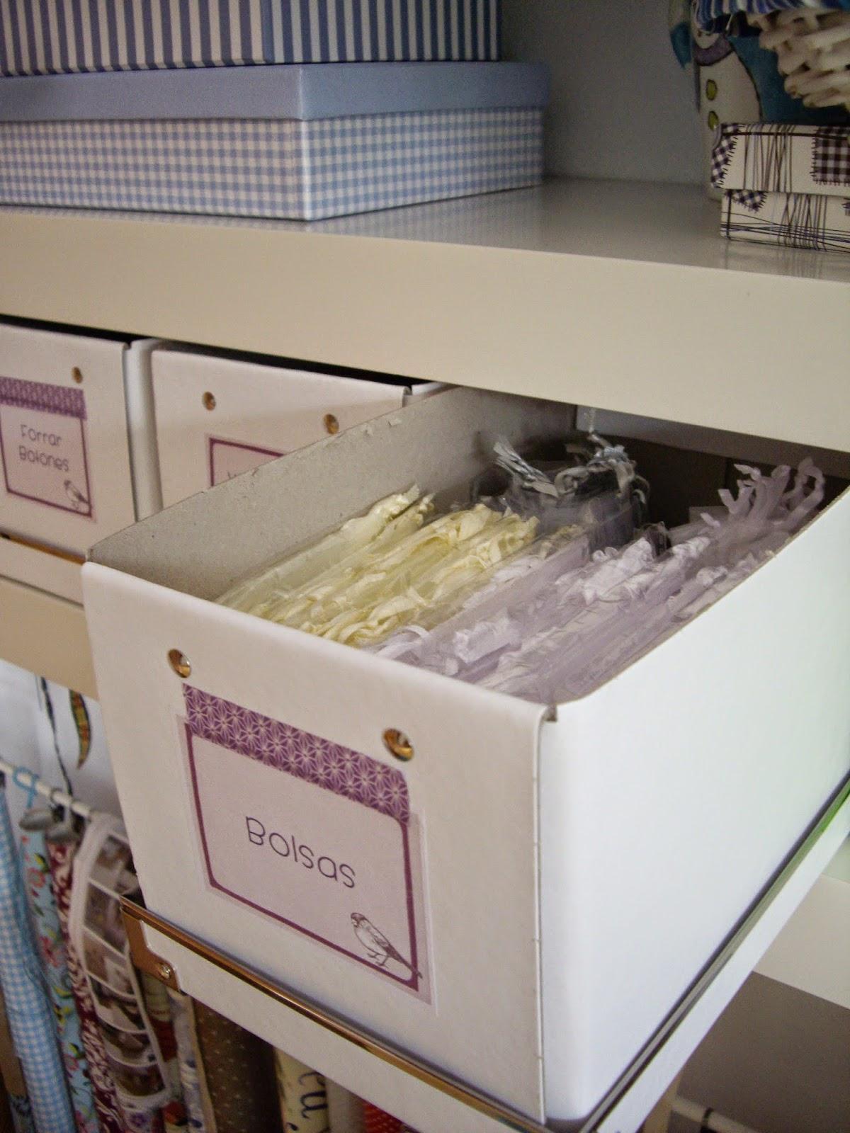 cajas ordenadas con sus etiquetas