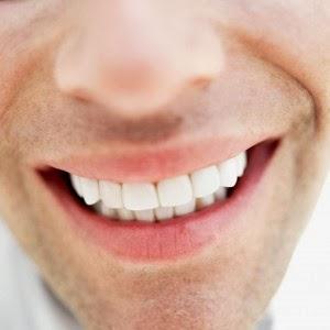 Tips Cara Alami Memutihkan Gigi dan Nafas Segar