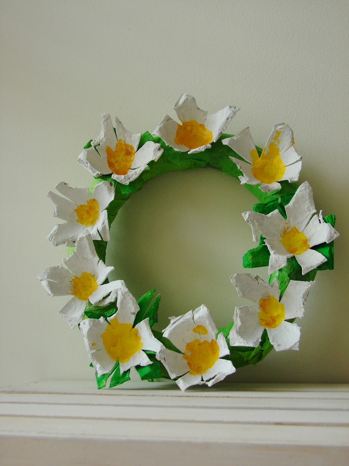 Mk inspired egg carton daisy wreath for Egg carton room