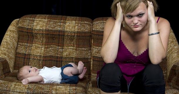 Viver na cidade pode aumentar o risco de depressão pós-parto