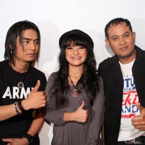 download setia band Broken Heart