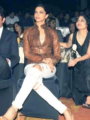 Deepika opted for a slick of black liner on her top lashline, lashes