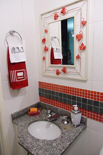 Sua casa e você com alta estina Apartamento pequeno -> Banheiro Pequeno Decorado De Vermelho