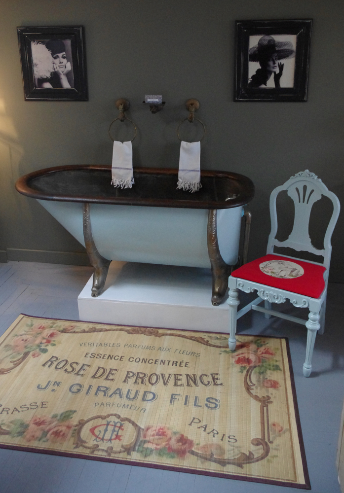 Pink Pig Cottage Antiques Bathed In Style