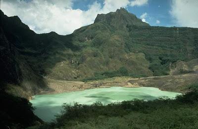 gambar gunung kelud