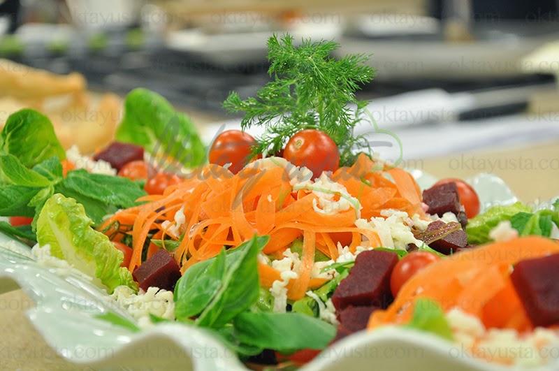 Peynirli Mevsim Salatası Tarifi