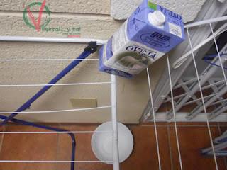 Dejar el tetrabrick donde pueda escurrir el agua.