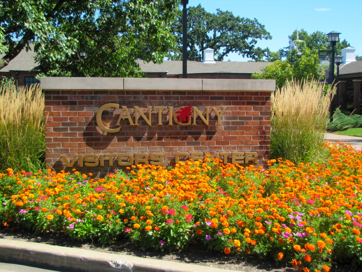 Tulsa Gentleman: Cantigny Gardens and a Dip in the Pool
