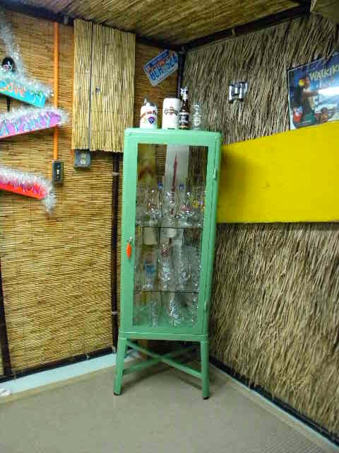 Ikea Garderobekast Verlichting ~ retro medicine cabinet makes a great cabinet to put your beer glass