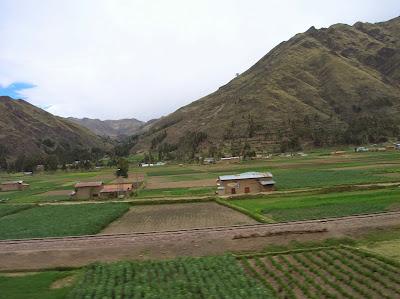 Fértiles valles andinos Perú, La vuelta al mundo de Asun y Ricardo, round the world, mundoporlibre.com
