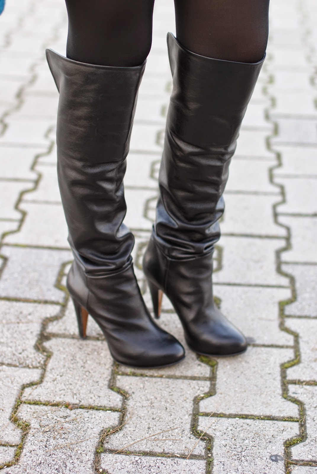 over the knee boots, black leather cuissardes on Fashion and Cookies fashion blog