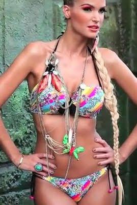 Zimány Linda Origami bikiniben - Origami Bikini 2012