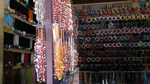 Tienda de pulseras y collares en Bali