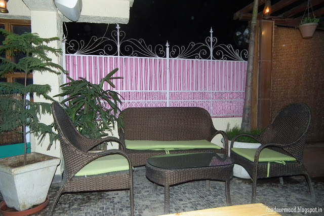 the pink room, restaurant bar, hauz khas village