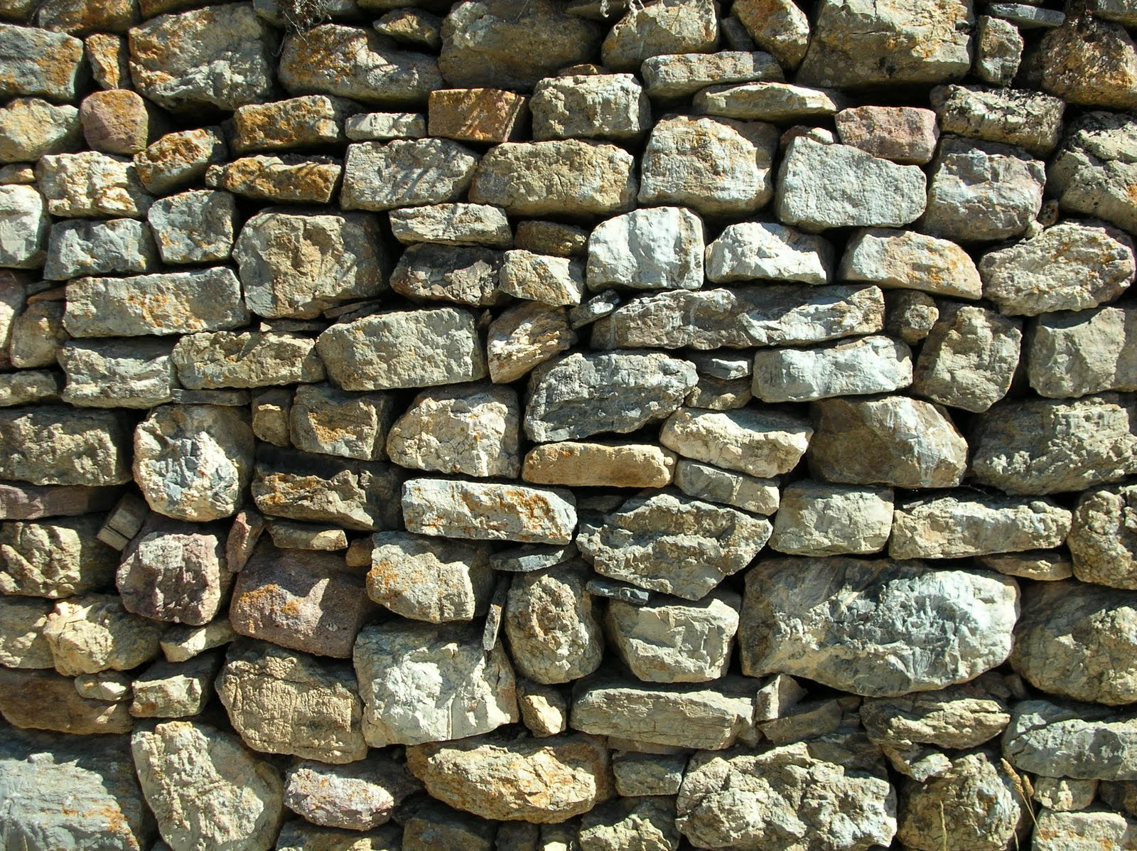 Materiales y procesos constructivos - Colocar piedra en pared ...