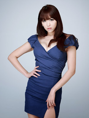Lee Eun Hye Sexy Model in Blue Dress